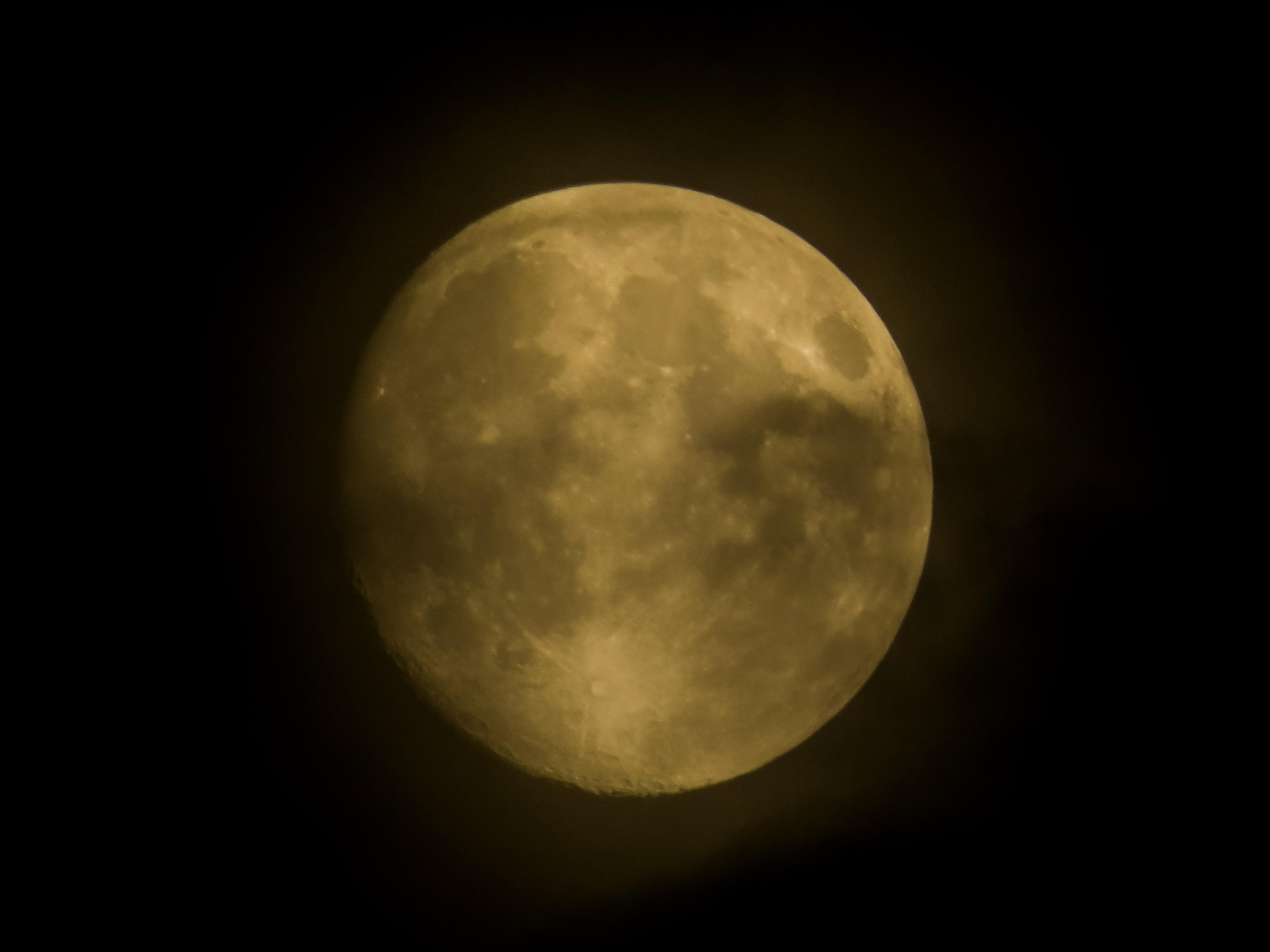 goldener Mond